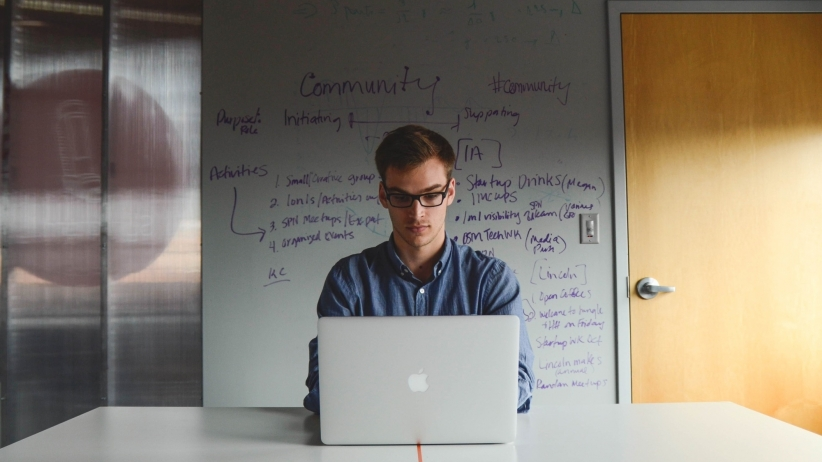 20150713184733-startup-millennial-concepts-laptop-lonely