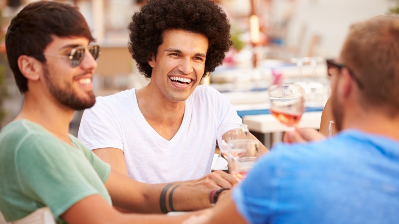 20150415145824-friends-un-male-meal-group-drink-talking-summer-restaurant-laughing-happy-men-guys