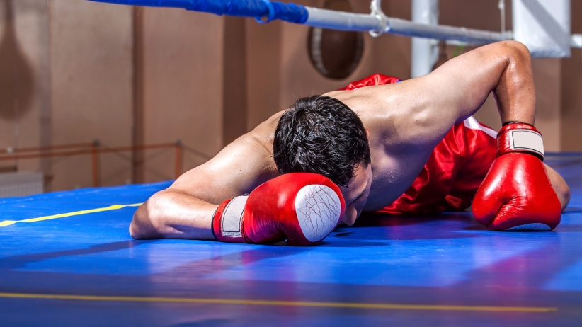 20150806182322-boxer-knocked-out-in-the-ring